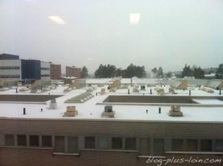 Légères variations de lumières sur l'hôpital d'Oulu.