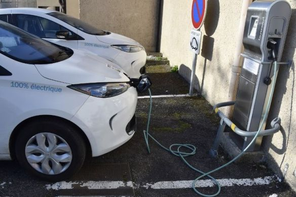 Il existe en France 122 000 points de charge, dont 16 000 ouverts au public.