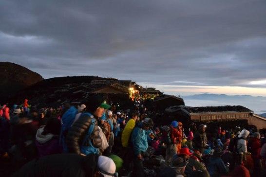 富士山 登山 頂上 御来光