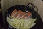 【キャンプ料理】スキレットで鮭のクリームソース煮込みを作ってみた!