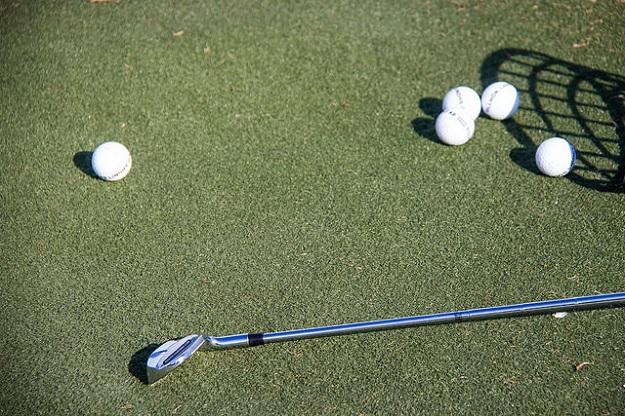 golf-club-and-balls
