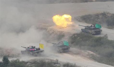 射撃訓練を行うK2戦車(AP)