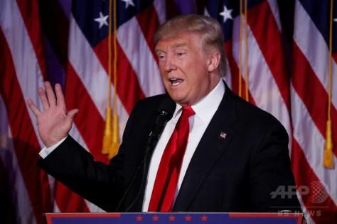 米ニューヨークで演説するドナルド・トランプ次期大統領(2016年11月9日撮影)。(c)AFP/Getty Images/Mark Wilson