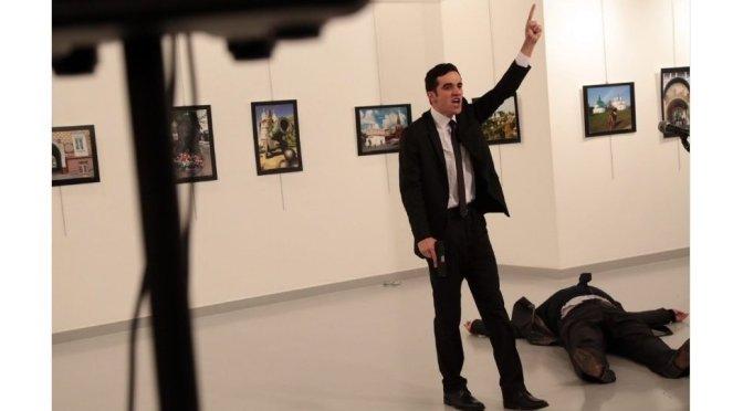 ロシア大使襲撃の瞬間【写真・動画】