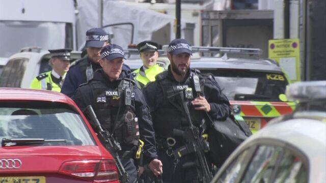 ロンドンのテロ事件 7人死亡 関与の疑いで12人拘束 | NHKニュース