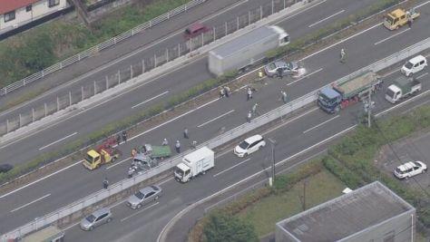 車が中央分離帯乗り越え衝突 1人死亡 福岡