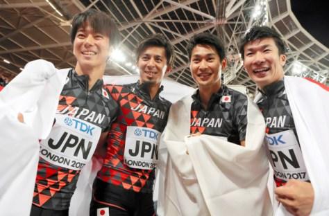 男子400メートルリレー決勝で3位になり喜ぶ(左から)多田、藤光、飯塚、桐生の日本チーム=池田良撮影