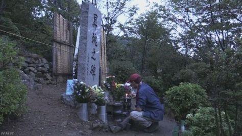日航ジャンボ機墜落事故32年 遺族らが慰霊登山