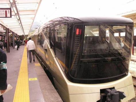 豪華寝台列車「トランスイート四季島」=5月1日、JR日光駅