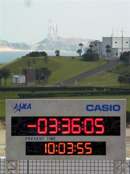 打ち上げを待つH2Aロケット35号機=12日午前10時3分、鹿児島県南種子町の種子島宇宙センター(草下健夫撮影)