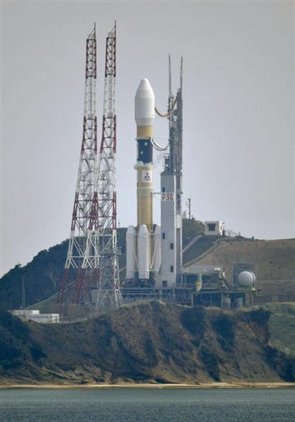 打ち上げを待つ「みちびき3号機」を載せたH2Aロケット35号機=12日午前、鹿児島県の種子島宇宙センター