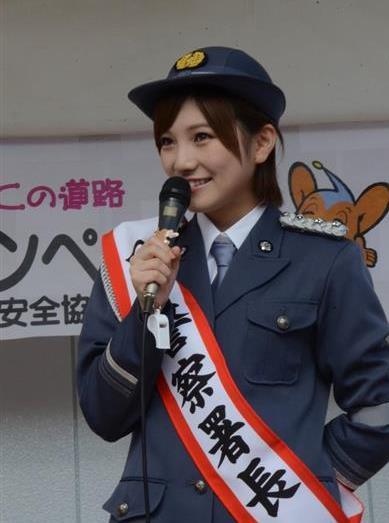 一日署長を務めたAKB48・STU48の岡田奈々さん=3日、東京都八王子市(上田直輝撮影)