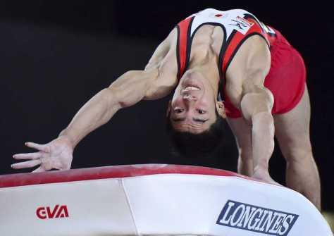 体操世界選手権の種目別跳馬で金メダルを獲得した白井の演技(AP)