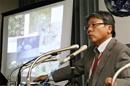 長崎県対馬市でのカワウソの調査結果を報告する筑紫女学園大学の佐々木浩教授=12日午後、環境省
