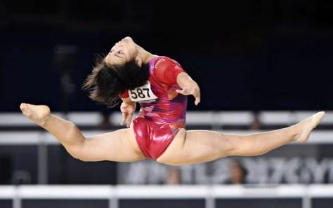 女子種目別の床運動で初優勝した村上茉愛(8日、モントリオール)=共同