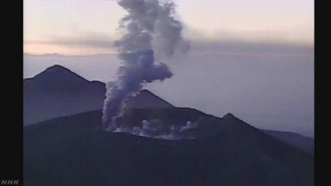 新燃岳の噴火継続 噴石や火砕流に警戒を