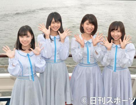 STU48の、左から岩田陽菜、瀧野由美子、藤原あずさ、薮下楓(2017年7月27日撮影)
