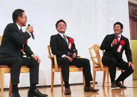 リーグ連覇を飾った広島について語る(左から)岡さん、河田さん、石井さん=岡山市