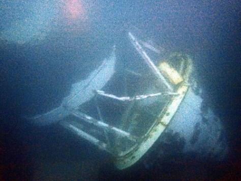 海中に沈んだ灯台の灯ろう部分(留萌海上保安部提供)