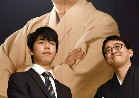 将棋:「初心忘れず」羽生永世7冠が竜王就位式