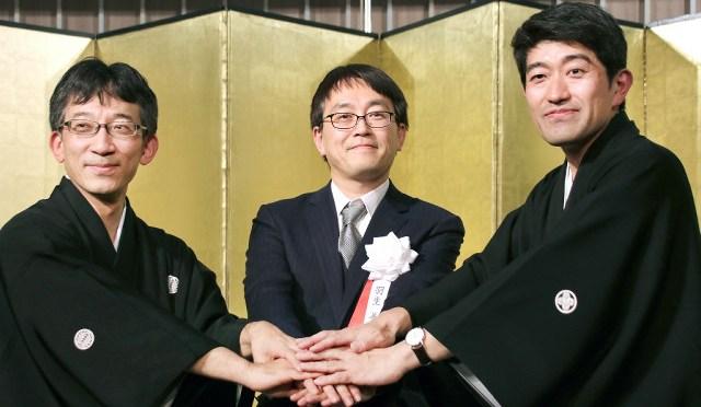 将棋の佐藤九段、森内九段、羽生竜王が超異例の3ショット : スポーツ報知