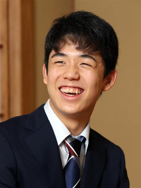 「10代のうちにタイトルを取れるだけの実力をつけないと」と抱負を語る藤井聡太四段(古厩正樹撮影)