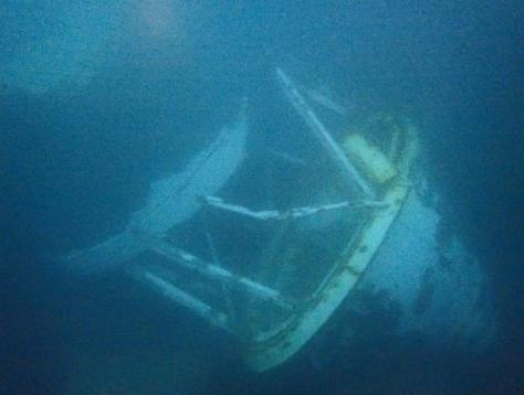 留萌港の海底で見つかった、昨年12月に倒壊したとみられる灯台の残骸=9日、北海道留萌市(留萌海上保安部提供)