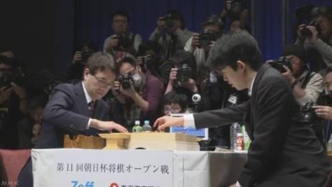 将棋 藤井五段と羽生二冠 公式戦初の対局始まる