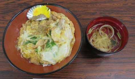 藤井聡太六段の夕食「やまがそば」の親子丼