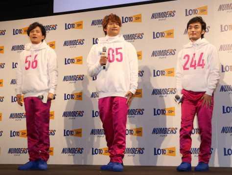 宝くじ「ロト・ナンバーズ」新CMキャラクター発表会に出席した(左から)稲垣吾郎、香取慎吾、草なぎ剛