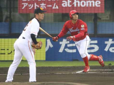 <巨・広>初回、田中は吉川光から左越えに先頭打者本塁打を放つ(撮影・三島 英忠)