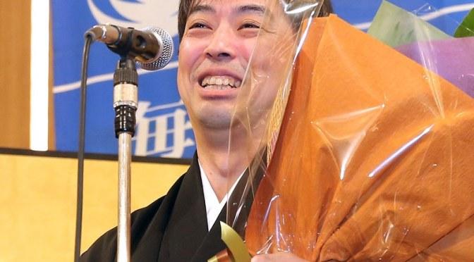 将棋:2連覇の久保利明王将の就位式「永世王将へ精進」 – 毎日新聞