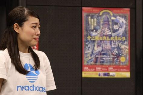 劇団「シアターキューブリック」の公演「十二階のカムパネルラ」のけいこ中の高橋茉琴さん=東京都台東区で、米田堅持撮影