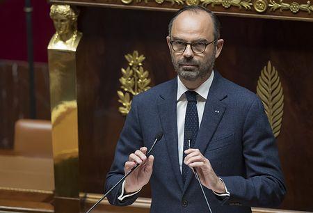 5日、パリで議会の審議に臨むフランスのフィリップ首相(EPA時事)