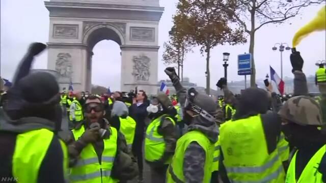 抗議デモ招いた燃料税引き上げ見合わせ決定 仏メディア