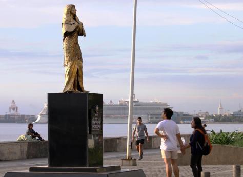 2017年12月12日、フィリピンのマニラ湾に面した遊歩道に建てられていた慰安婦像(吉村英輝撮影)