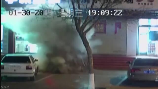 中国 マンホールに花火近づけ爆発 春節前に注意呼びかけ | NHKニュース