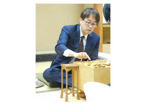 千田翔太七段に勝ち、2回戦進出を決めた羽生善治九段=東京・千駄ケ谷の将棋会館