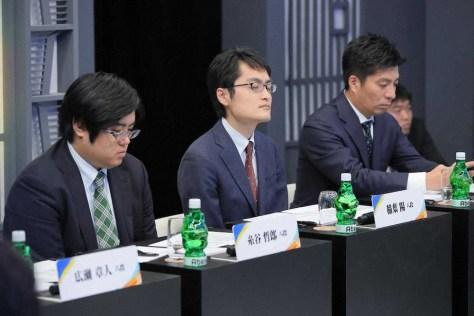 (左から)糸谷哲郎八段、稲葉陽八段、Abemaドリームチーム総監督・藤田晋サイバーエージェント社長