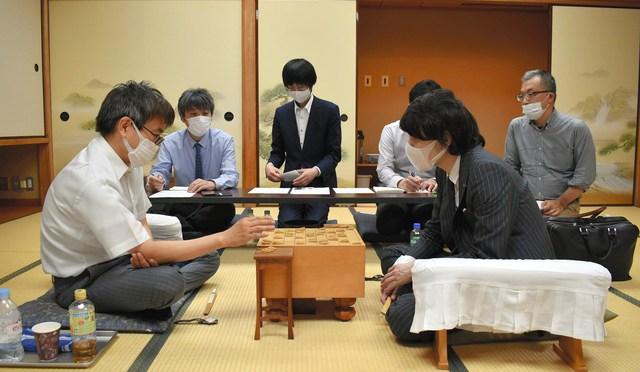 佐藤天彦九段が羽生善治九段に勝ち2連勝 第79期A級順位戦