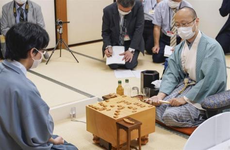 第78期名人戦七番勝負は、渡辺二冠が豊島名人を破り、初の名人位を獲得した(日本将棋連盟提供)