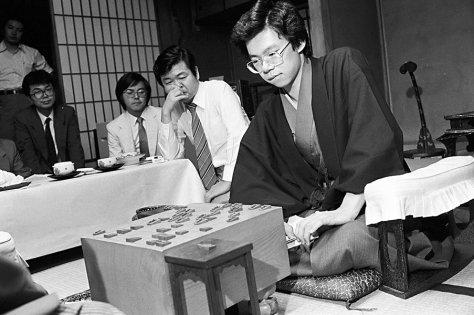若き日の谷川浩司九段。藤井聡太二冠が谷川九段の「史上最年少名人」記録を上回るためには、順位戦で1年たりとも足踏みが許されない。