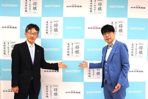 左から佐藤康光会長、サントリー食品インターナショナル株式会社・和田龍夫執行役員