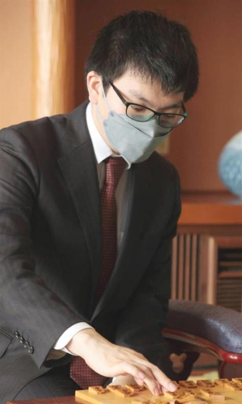 第69期王座戦で木村九段の挑戦を退けた永瀬王座(日本将棋連盟提供)