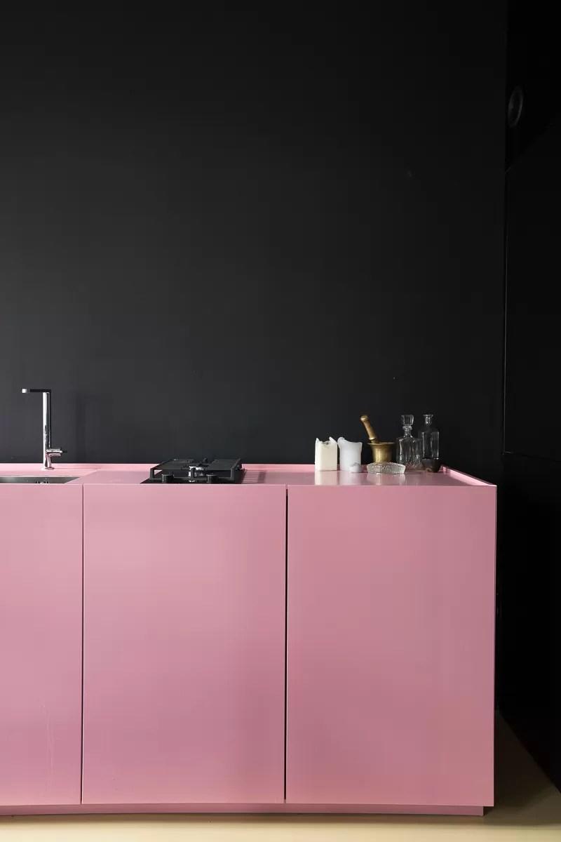 minimalistyczne wnętrze, mieszkanie  w japońskim stylu, jasne wnętrze