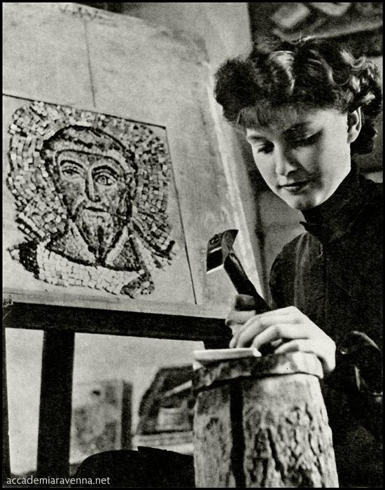 1951 | Studentessa del corso di mosaico dell'accademia di Ravenna