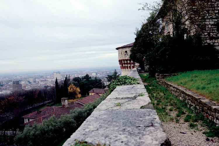 """Vista sulla """"Torre dei prigionieri"""" del Castello di Brescia"""