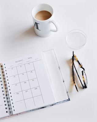 scheduling_calendar_glasses_coffee