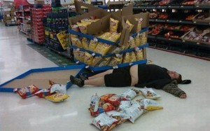 Man passes out in the chip aisle