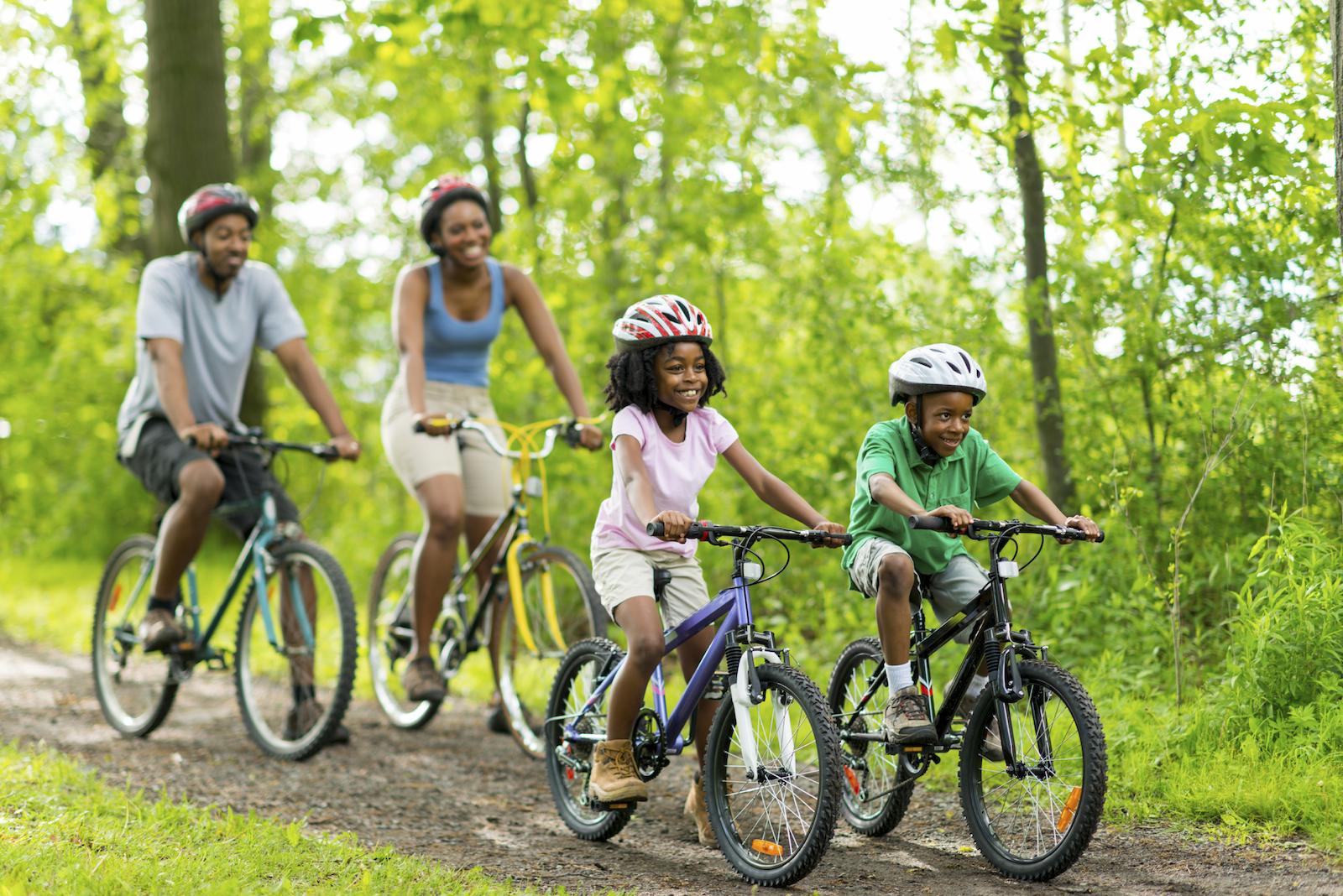 Family-Biking.jpg (1600×1068)